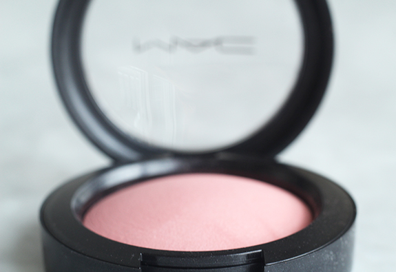 mac_mineralize_blush_dainty04