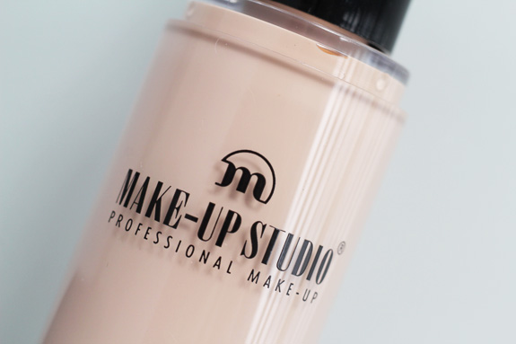 make-up_studio_no_transfer_fluid_make-up10