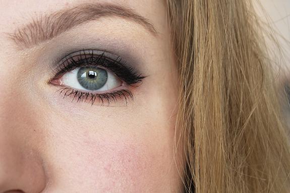 makeup_revolution_flawless_matte13