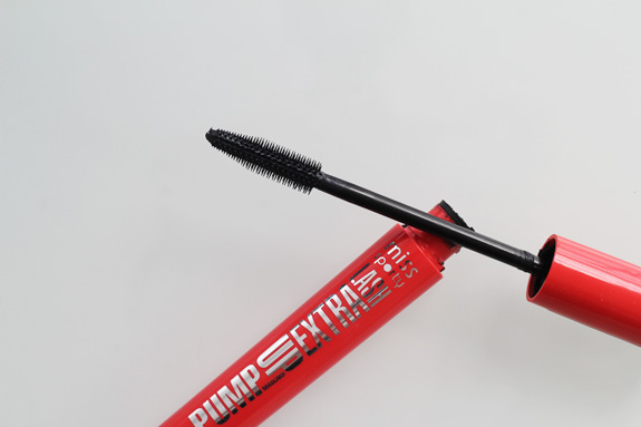 miss_sporty_pump_up_extra_lash_mascara09
