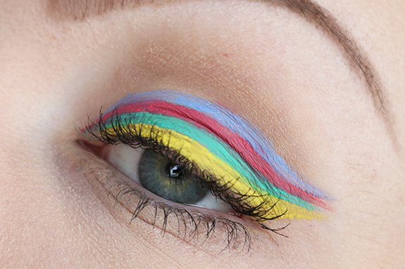 miss_sporty_studio_lash_colour_eyeliner06