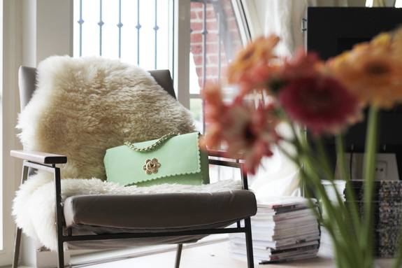 mulberry_cecily_flower_medium_mint02