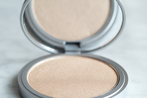 the_balm_mary-lou_manizer_luminizer05