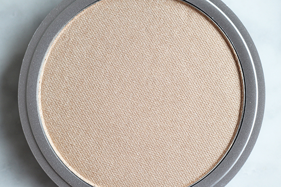 the_balm_mary-lou_manizer_luminizer06