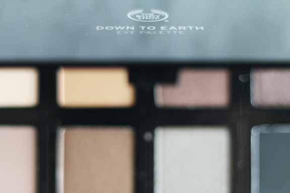 the_body_shop_down_to_earth_eye_palette04