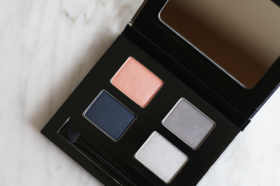 the_body_shop_swinging_silver_eyeshadow11