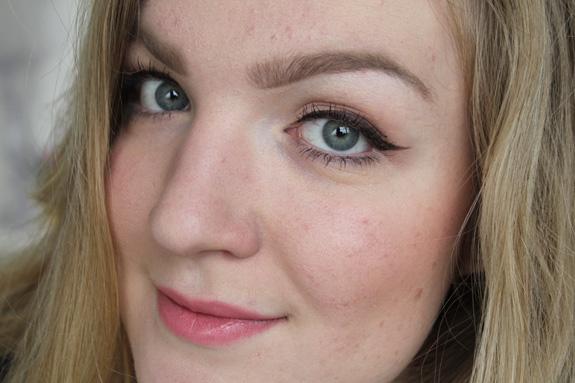 tip_voor_blondines_bruine_eyeliner_miss_sporty04