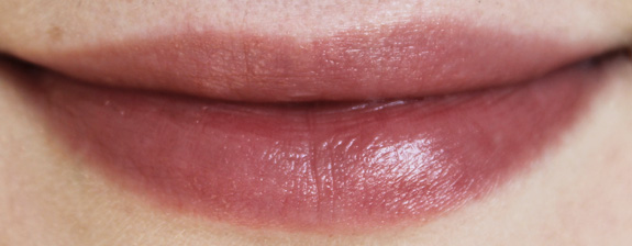 yves_rocher_cherry_oil_lipstick10