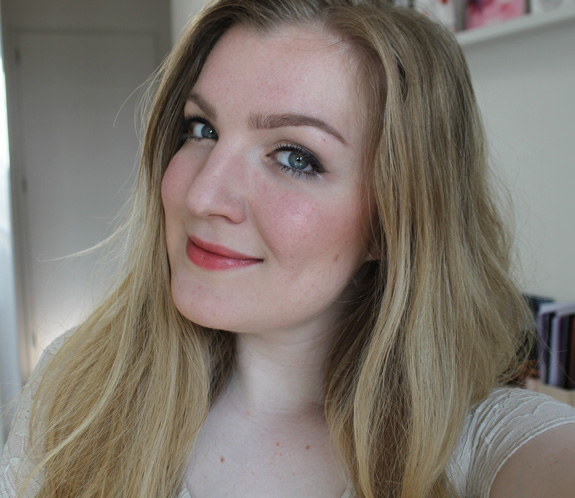 yves_rocher_cherry_oil_lipstick15